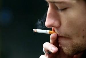 タバコに臭いが原因で近所ともめ事になったが警察に来て貰って事なきを得た。